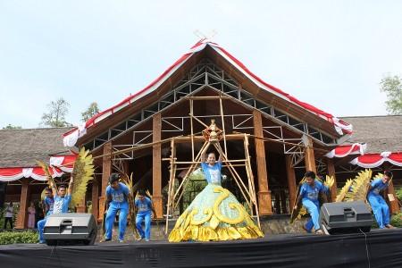 Seniman Kalasin College of Dramatic Arts Thailand meriahkan Bazar Seni Asia-Pasifik dalam rangka HUT Purwakarta ke 183 (Rabu, 27/8/2014)