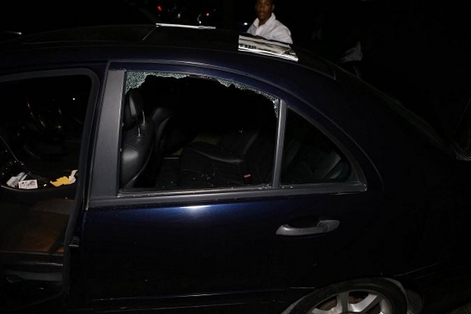 Image Source:  loopjamaica.comThe thieves targeted 10 of the many cars that were forced to park on the front entrance lawn of Hope Gardens as the designated parking area could not accommodate the massive turn out. The area was neither well lit nor heavily guarded by security detail, making it easy for the culprits to pounce, according to reports.