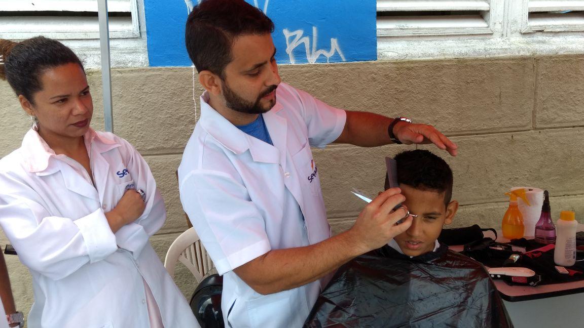Read more about the article Prefeitura e Senac oferecem serviços gratuitos de corte de cabelo masculino e barba em Jaboatão Centro