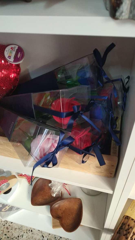 Rosa de jabón con envoltorio de plástico
