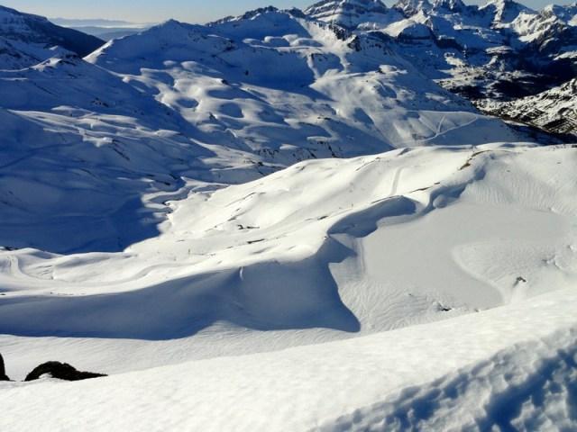 Vista del lago de truchas desde arriba del Pico Astún.