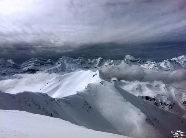 Vista de los Lecherines, la Zapatilla y el Aspe desde la cima del Pico Belonseiche