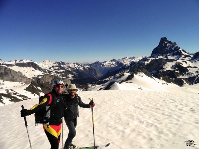 Gabi y Juan en la cima del Pico Astún