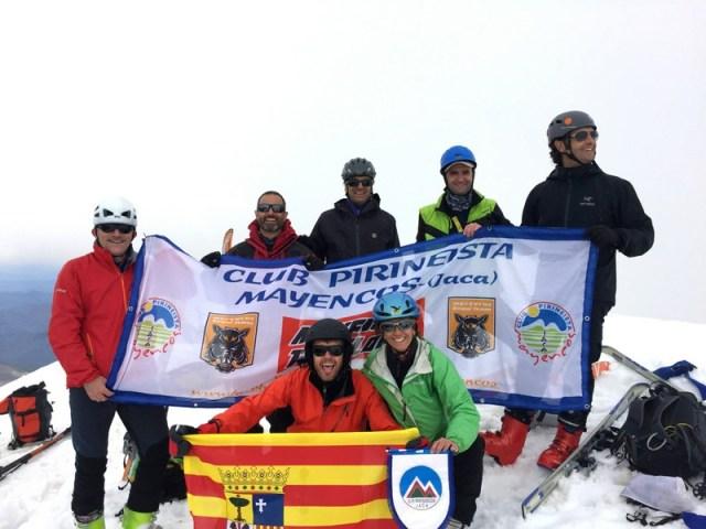Homenaje a S. Jorge y a nuestro club en la cima del Bisaurín