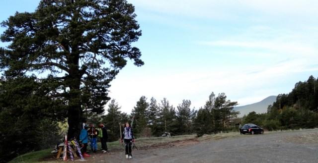 Nos prepararmos apra salir junto al refugio de la Espata, donde dejamos le coche