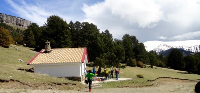Fantástico aspecto del refugio de la Trapa, con el tejado y la chimenea nuevos