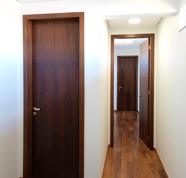 Porta-Lisa-Solida-Imbuia-80-x-250-cm-(2)