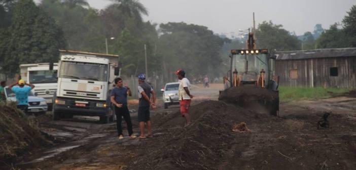 Prefeitura de Jacareacanga Reabre a Rua dos Alagados que Estava Completamente Tomada pelo Mato