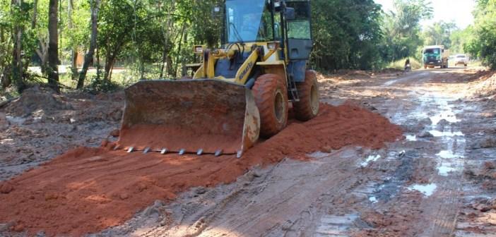 Prefeitura de Jacareacanga Realizando Manutenção na Estradas que da Acesso ao Porto e Praia do Pânico