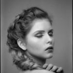 Portret dziewczyny z warkoczem