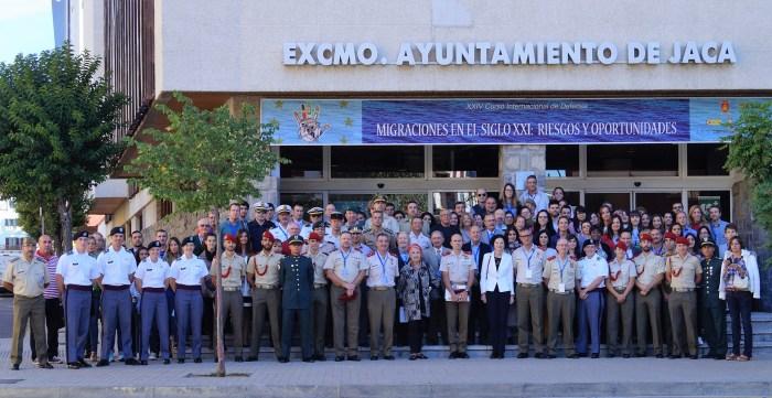 foto-de-familia-del-xxiv-curso-internacional-de-defensa
