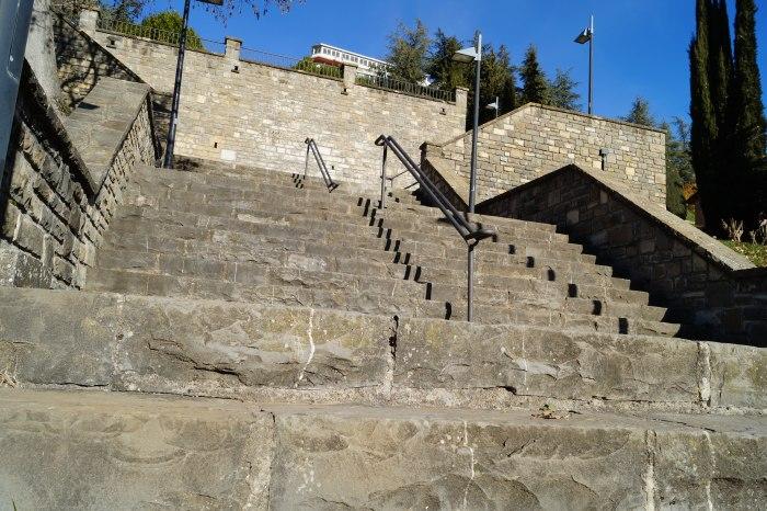 Escaleras que unen actualmente Perimetral y Oroel