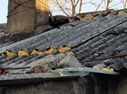 El estado de estas infraviviendas es lamentable, con grietas y humedades. En algunos casos, el terreno ha cedido, con el peligro que ello supone. (FOTO: Rebeca Ruiz)