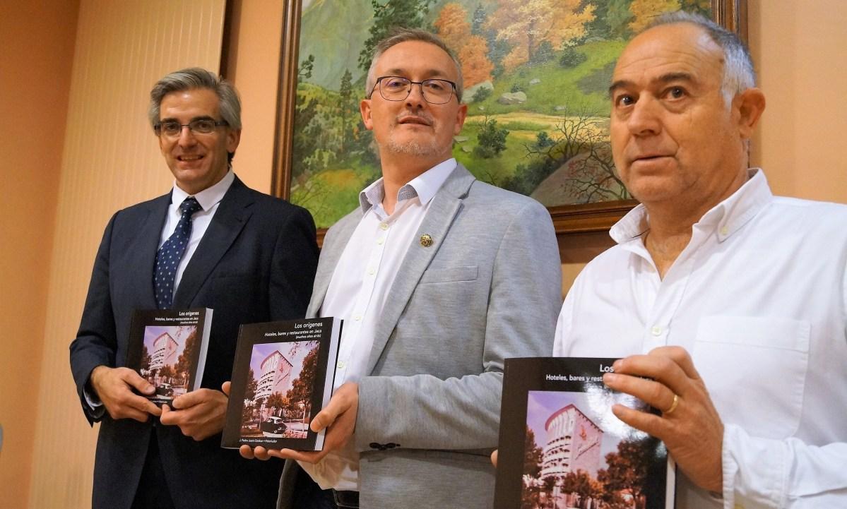Pedro Juanín hace un guiño a la historia de Jaca