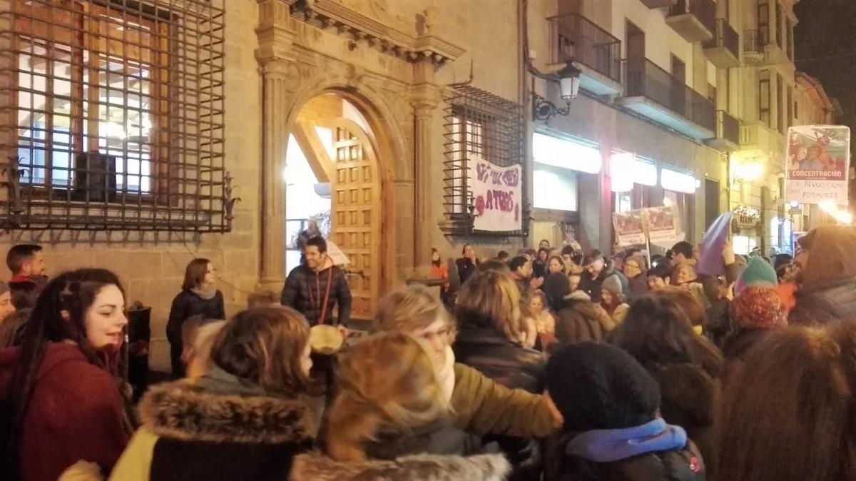 """Decenas de personas gritan en Jaca """"¡Ni un paso atrás!"""""""