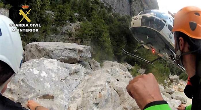 Complicado y peligroso rescate de tres escaladores enriscados en Peña Telera