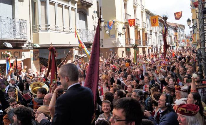 FIESTA SUSPENDIDA. Momento del Himno del Primer Viernes de Mayo, en una imagen de archivo. (FOTO: Rebeca Ruiz)