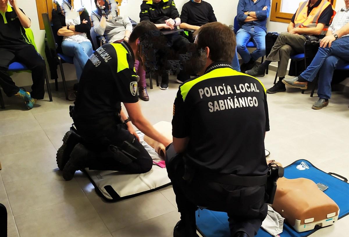 Formación en la utilización de desfibriladores y primeros auxilios en Sabiñánigo
