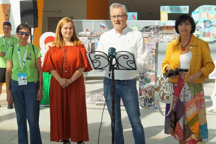 EXPOSICIONES. Un momento de la presentación en el hall de la Pista de Hielo. (FOTO: Rebeca Ruiz)