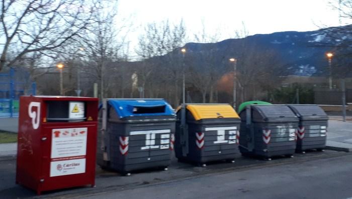 TAPONES DE PLÁSTICO. Deben depositarse en los contenedores amarillos.