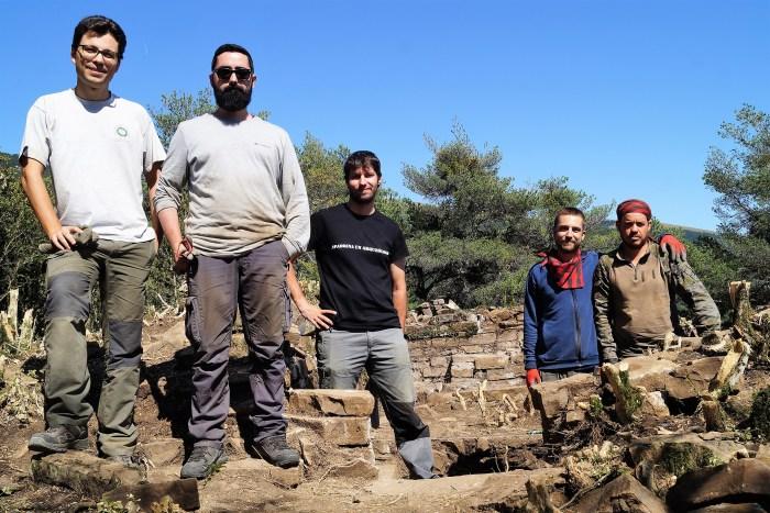 BESCÓS DE LA GARCIPOLLERA. Parte del equipo de arqueólogos. FOTO: Rebeca Ruiz