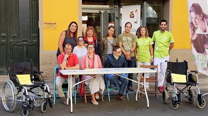 MOVILIDAD. Acción desarrollada en Jaca para concienciar sobre el respeto a las personas con movilidad reducida. (FOTO: Rebeca Ruiz)