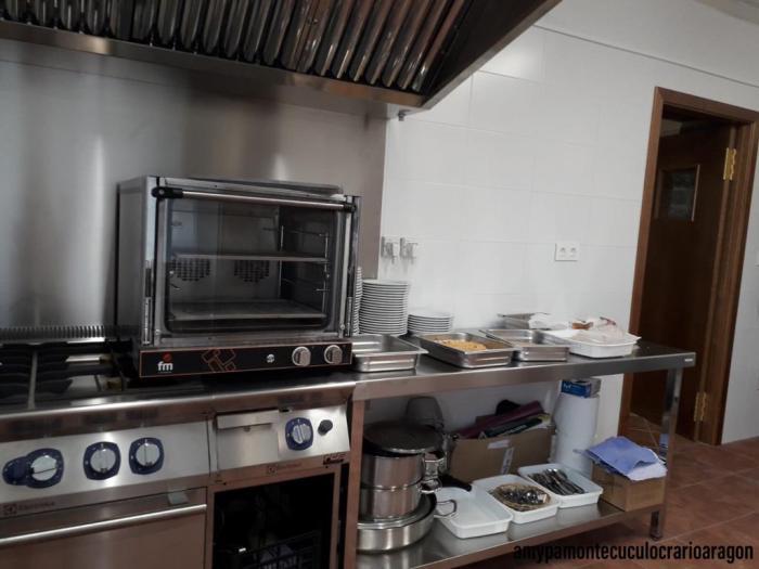 CACEROLADA. Nuevas movilizaciones en Santa Cilia; en la imagen, la cocina del colegio. (FOTO: Amypa Monte Cuculo)