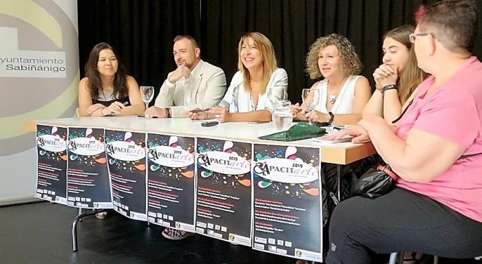 CAPACITARTE. Un momento de la presentación. (FOTO: Ayuntamiento de Sabiñánigo)