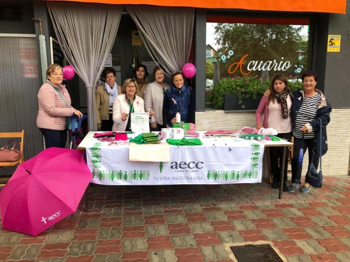 La AECC de Sabiñánigo, en el mes del rosa, en una imagen de archivo. Este año será diferente.