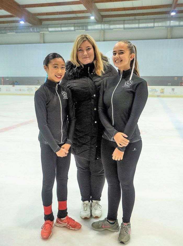 LIGA NORTE. Las patinadoras jaquesas del CHJ, junto a su entrenadora. (FOTO: CHJ)