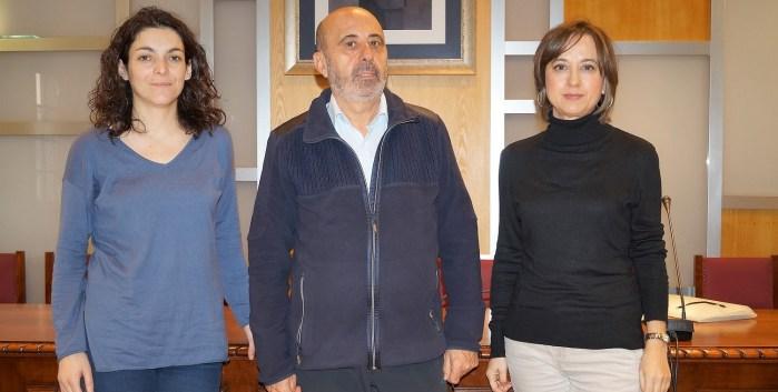 PUNTO DE ASESORAMIENTO ENERGÉTICO. Climente, Reyes y Romero, durante la presentación. (FOTO: Rebeca Ruiz)