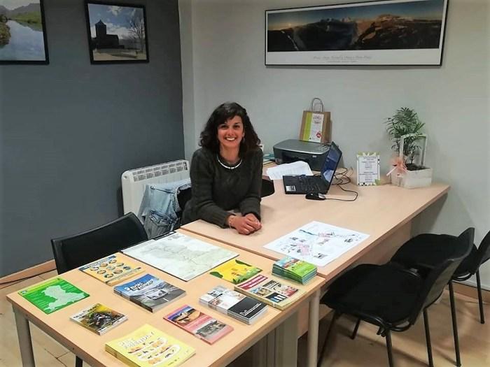 ANNA ARTIZA. Técnica responsable de la Oficina de Turismo de Sabiñánigo, donde se da a conocer el municipio y su entorno.