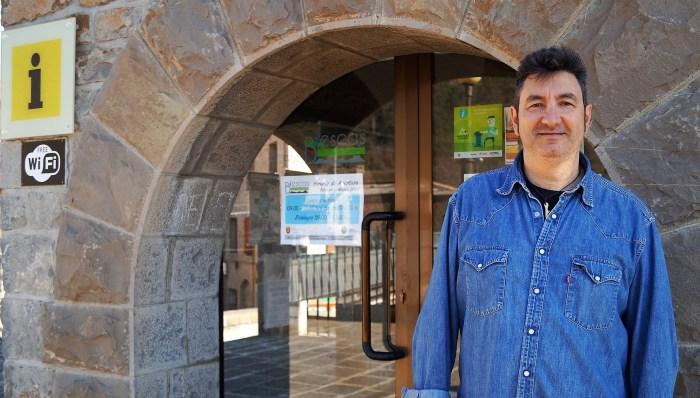 BIESCAS. Rafael Martín, técnico responsable de la Oficina de Información Turística de Biescas (FOTO: Rebeca Ruiz)