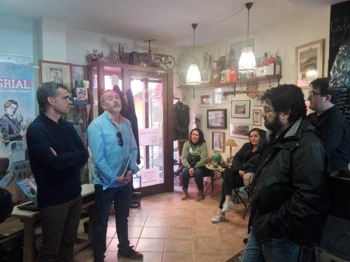 EL RASTRO DEL GRIAL. Un momento de la presentación en la Librería Oroel de Jaca. (FOTO: Chema Tapia)