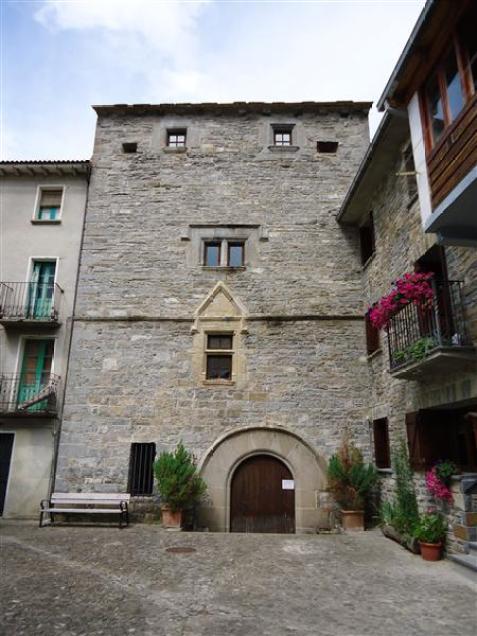 BIESCAS. La Torraza. (FOTO:  http://www.turismobiescas.com/ )