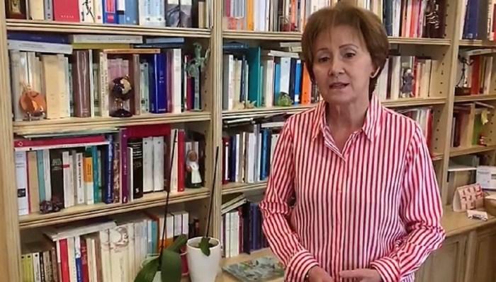 PROMOCIÓN DE LA LECTURA. Teresa Otal, encargada de abrir la campaña de este año. (FOTO: Ayuntamiento de Sabiñánigo)