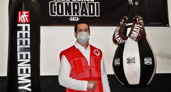 VOLUNTARIOS. Álvaro Conradi, en las instalaciones del Club de boxeo. (FOTO: Rebeca Ruiz)