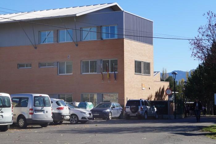 ALUMNOS. Instituto San Alberto Magno, de Sabiñánigo, en una imagen de archivo. (FOTO: Rebeca Ruiz)