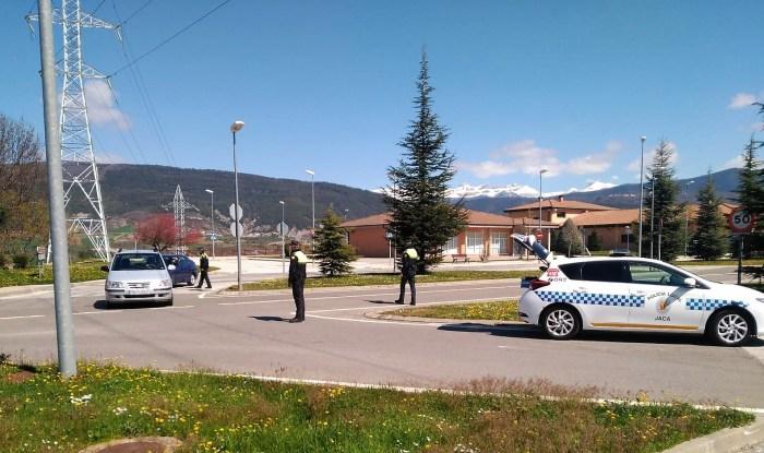 ESTADO DE ALARMA. Controles a la entrada de Jaca. (FOTO: Policía Local de Jaca)