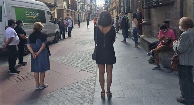 JACA. Minuto de silencio. (FOTO: Ayuntamiento de Jaca)