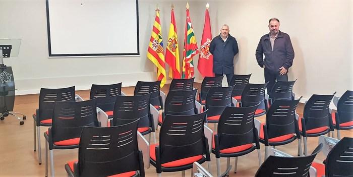 NUEVO ESPACIO POLIVALENTE. Francisco Rubio (dcha.) y Andrés Blanco (izda.), en la nueva Sala Burnao. (FOTO: Rebeca Ruiz)