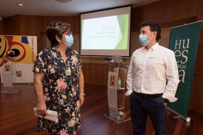 TURISMO. Elisa Sancho y Fernando Blasco, durante la presentación el nuevo plan de TuHuesca. (FOTO: TuHuesca)