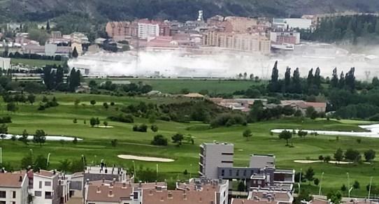 INCENDIO. Nube de humo del incendio de la fábrica de cloro de Orache.