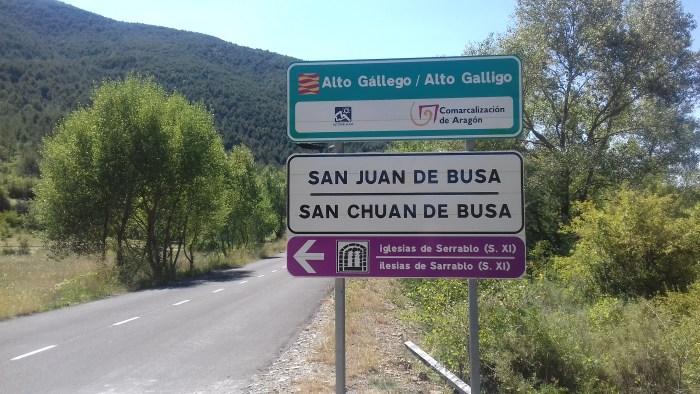 INDICADORES EN CASTELLANO Y ARAGONÉS. Acciones de la comarca Alto Gállego para preservar la lengua aragonesa.