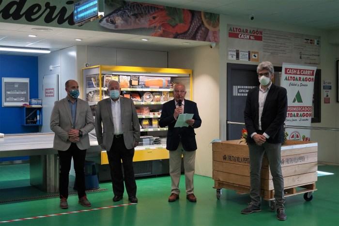 INAUGURACIÓN. Los responsables de Cabrero e Hijos, durante la inauguración del que será el centro de alimentación más grande del Pirineo. (FOTO: Rebeca Ruiz)