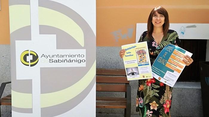 ACTIVIDADES. Berta Fernández presenta la agenda cultural de verano. (FOTO: Ayuntamiento de Sabiñánigo)