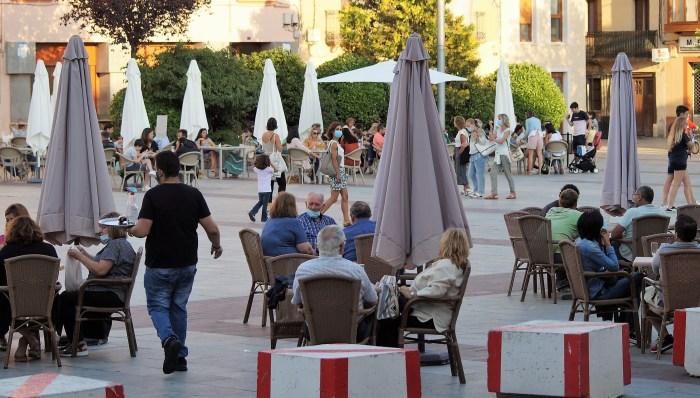PYMES Y AUTÓNOMOS. Hostelería en la Plaza de Biscós de Jaca, en una imagen de archivo. (FOTO: Rebeca Ruiz)