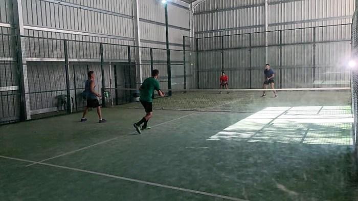 COMPETICIÓN. Un momento del Torneo de Pádel Ciudad de Jaca (FOTO: Pyrene Sport)