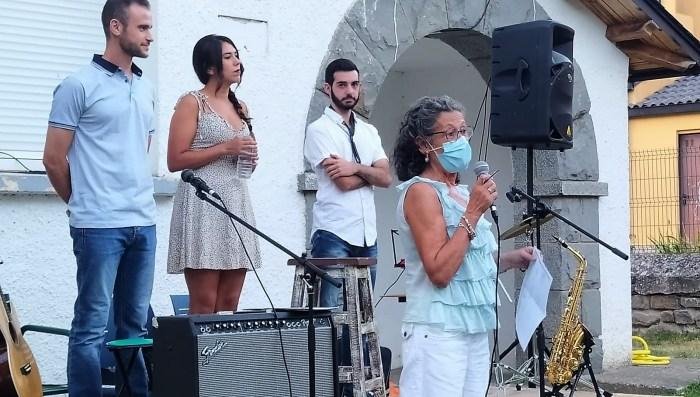 PRESENTACIÓN. Ana Etxabe, durante la presentación de Golpe Maestro, este viernes, en el Verano Musical de Villanúa. (FOTO: Rebeca Ruiz)