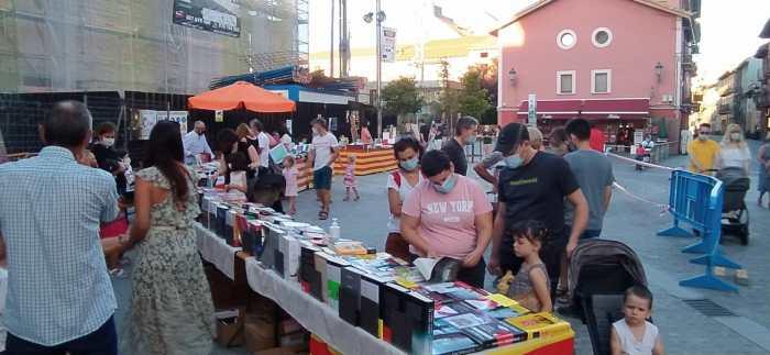 LIBRERÍAS. Exposición en la Plaza Ripa. (FOTO: Rebeca Ruiz)